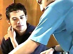 Estudiantes universitarios medicina los homosexuales van abajo y sucios