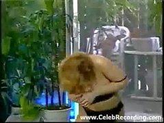 Hot chick in Schwarz mit Rot Absatzschuhe zu tanzen zu DICH
