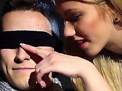 Com os olhos vendados bissexual & Jizz do gajo