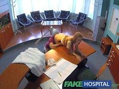 hasta bekleme salonunda doktor ve hemşire ile FakeHospital Sıcak seks