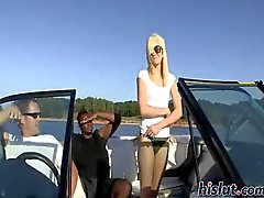 Brandy faut une promenade en bateau