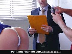 PORNO ACADEMIE - Französischer Anal-Dreier mit dreckigem Schulmädchen