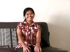 Preggo филиппинка хочет продемонстрировать и играя ее волосатые киски