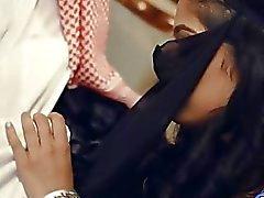 Do deepthroat gata bizarro árabe eo deixa batido profundamente real