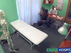 FakeHospital Doktor horoz ile sevimli sıcak seksi hasta inceliyor
