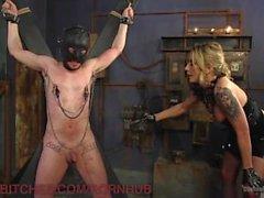 Neuer Sklave nimmt brutale Dominatrix Schläge