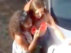 Overhead spycam Aufnahmen zeigen glücklich Straße partygoers o machen