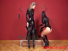 Rubber girls, pussy play and kinky dildo fuck