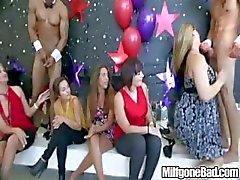 Blowjob Party op milfgonebad