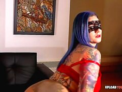 Masked tattooed girlfriend shows her tight cunt