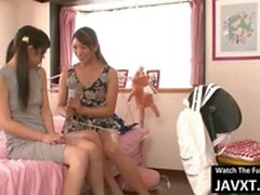 Maman lesbienne chaude And Stepdaughter