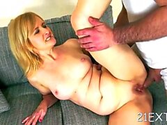 slutty chick jennyfer dazzles with crazy sucking