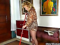 House cleaning ignites mom's desire for orgasm