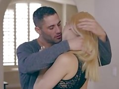 NubileFilms - Cheating Wife desidera Cock e Cum