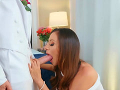 Milfs Like it Big - Ariella Ferrera