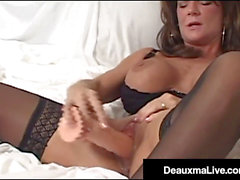 sofa drenching cougar Deauxma Shoots Her Cunt Cream On Her Bed!