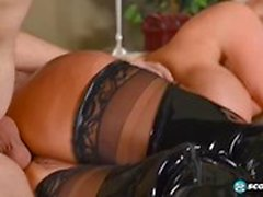 Frech Mutter Sally D`Angelo gibt Blowjob Hot Her Schritt Sohn