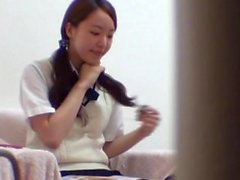 Asian Sweetie masturbiert