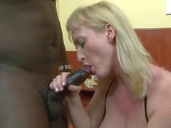 la destruction du le cul interracial pour MILF slutty