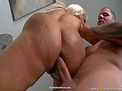 Holly Halston ve Kelly İlahi korkunç tehditkar Sexy Ass Yağ Partisi3